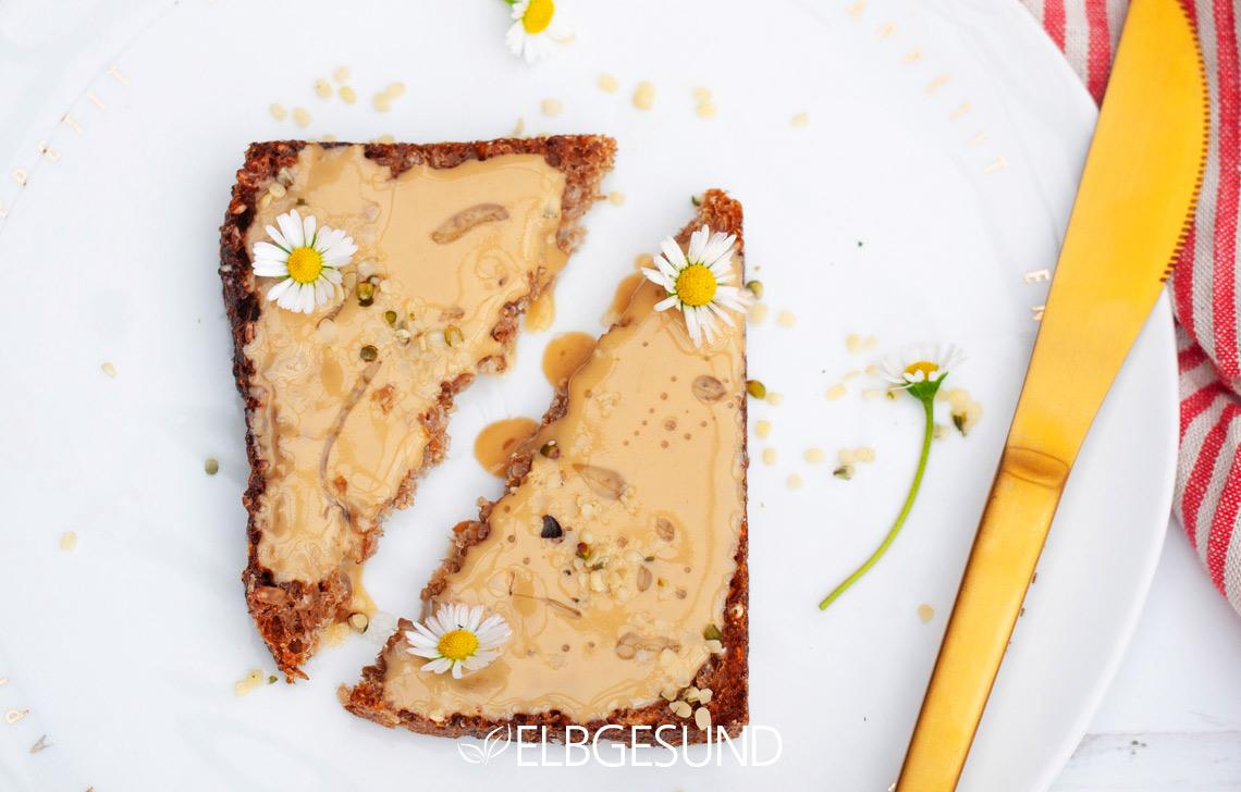 Tahini Hanf Brot Gänseblümchen
